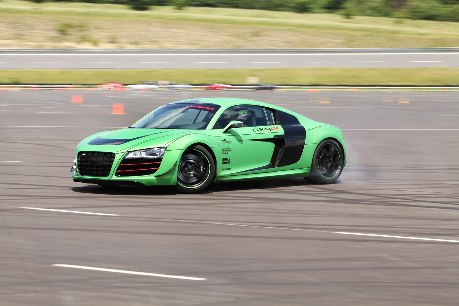 Audi R8 V10 by Racing One