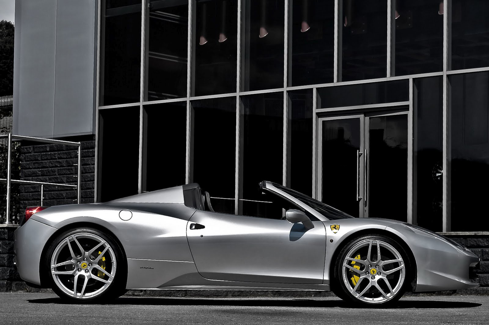 Kahn Design's take on Ferrari 458 Italia Spider