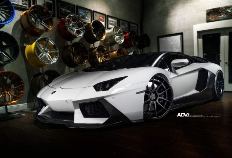 Lamborghini Aventador Sits on ADV.1 Wheels