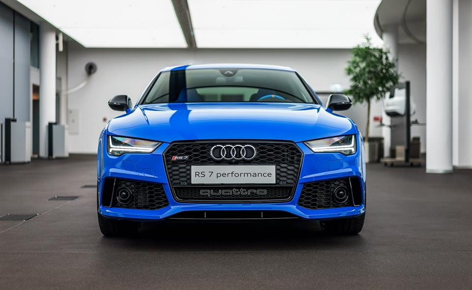 audi rs7 looks quite exclusive with the voodoo blue package carz tuning. Black Bedroom Furniture Sets. Home Design Ideas