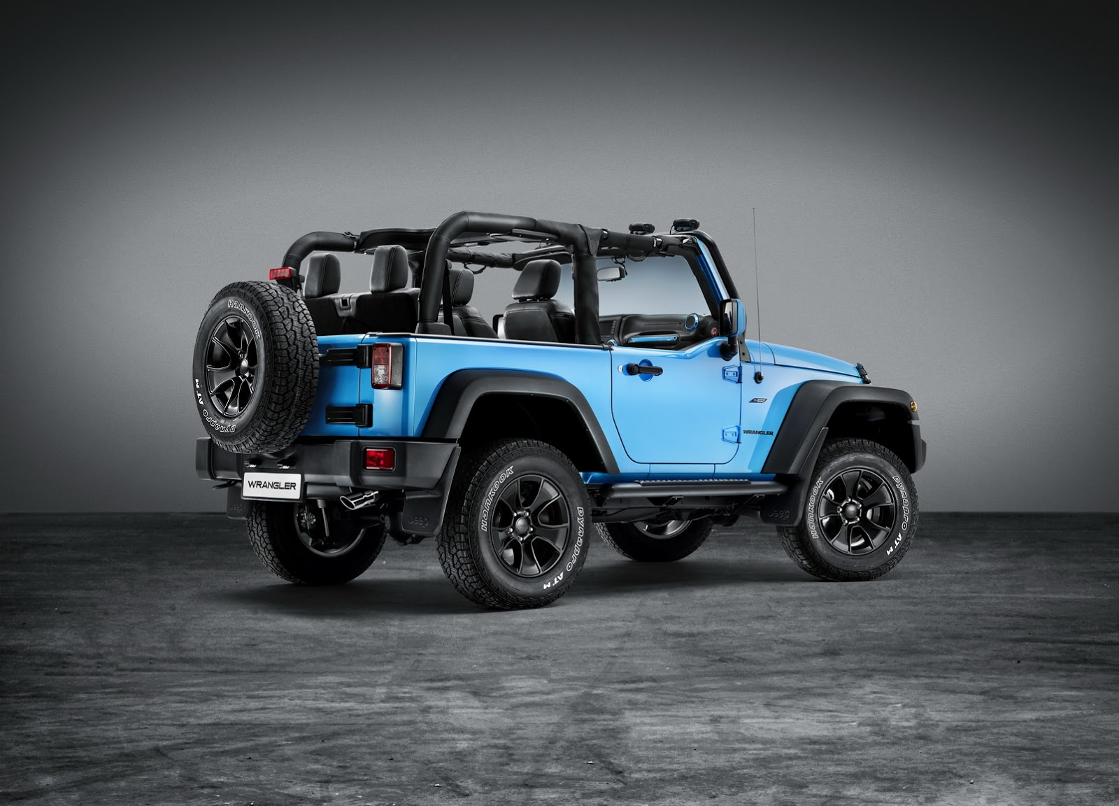 jeep wrangler rubicon with mopar accessories arrives in geneva carz tuning. Black Bedroom Furniture Sets. Home Design Ideas