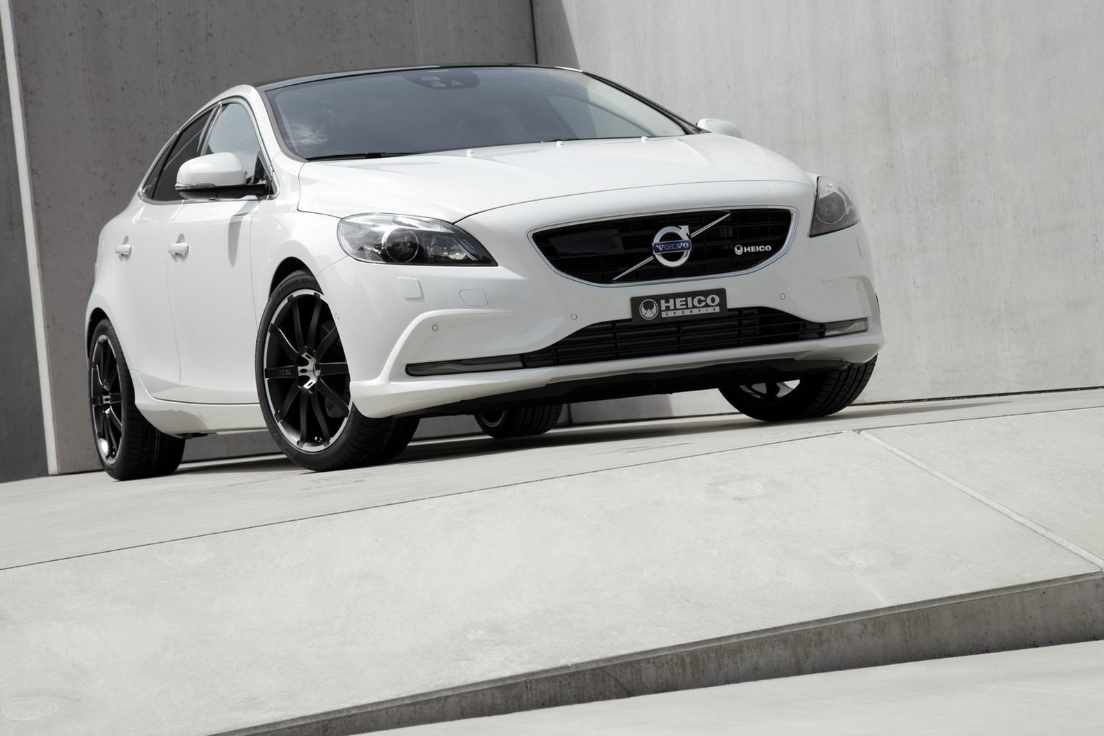 Volvo V40 gets a tuning pack from Heico Sportiv