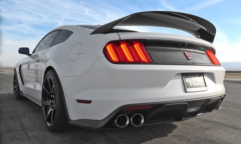 Video: New 2016 Shelby GT350R Gets Ready for some Accelerations and Burnouts